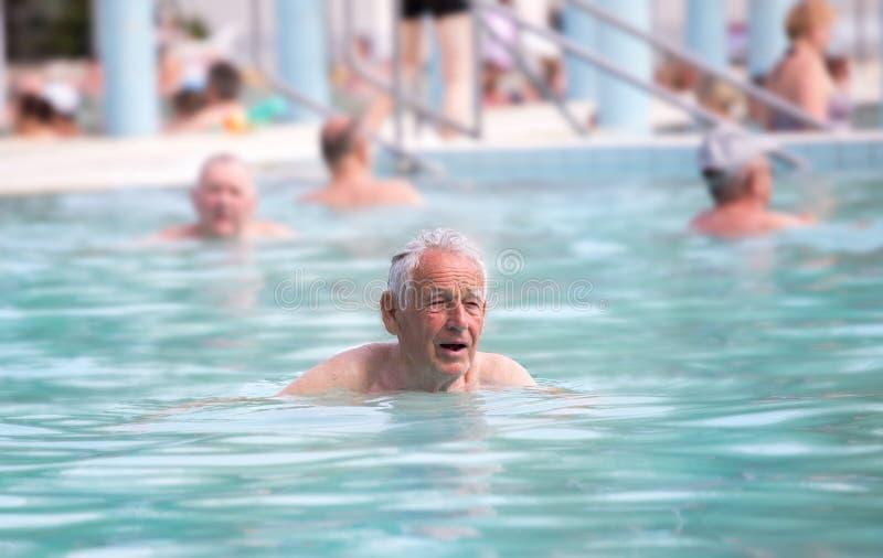 hög simning för manpöl royaltyfria bilder