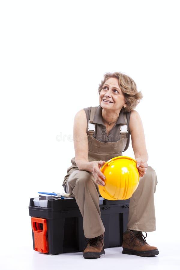 Download Hög sittande toolboxkvinna arkivfoto. Bild av lock, hatt - 19781290