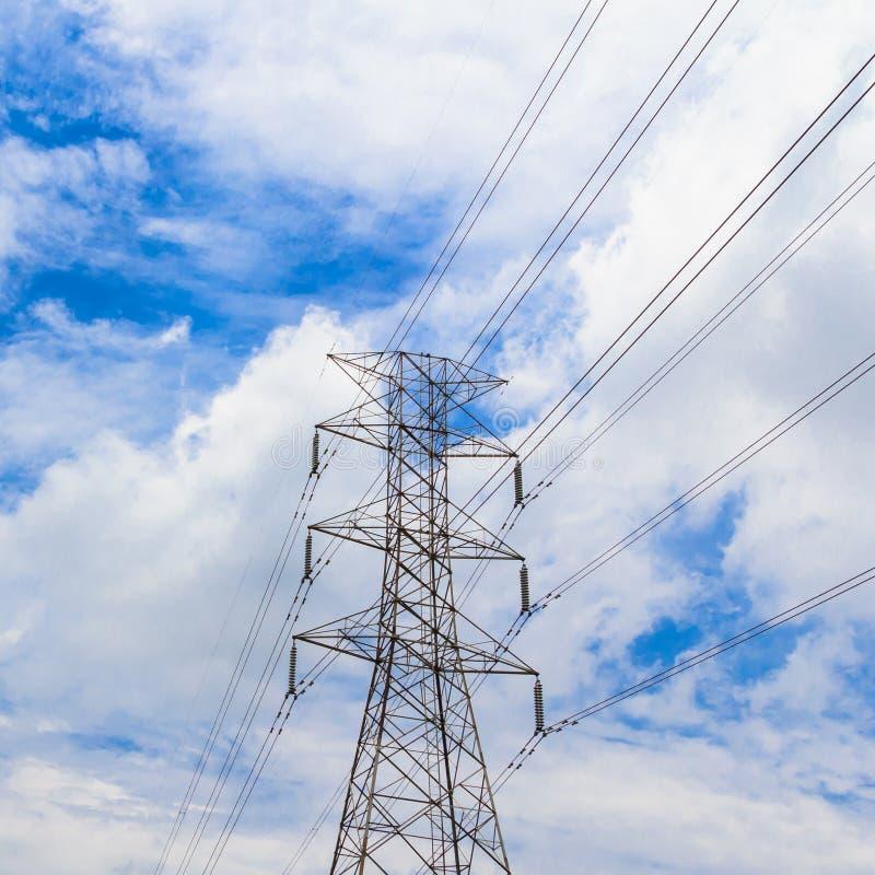 Hög spänningspylon för elektricitet royaltyfria foton