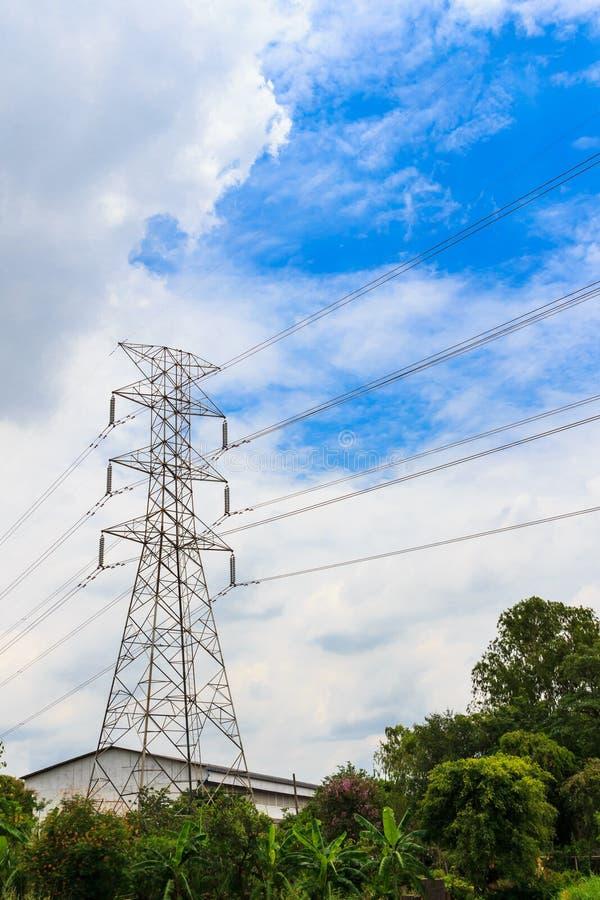 Hög spänningspylon för elektricitet arkivbilder