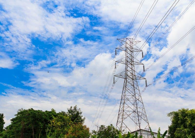 Hög spänningspylon för elektricitet royaltyfri foto