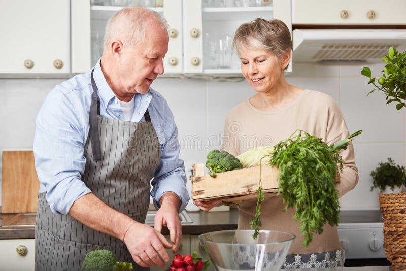 Hög strikt vegetarianparmatlagning royaltyfri bild