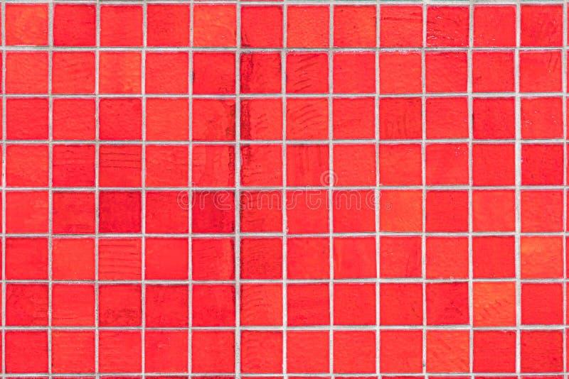 Hög upplösningsbild av röda fyrkantiga mosaiktegelplattor royaltyfria bilder
