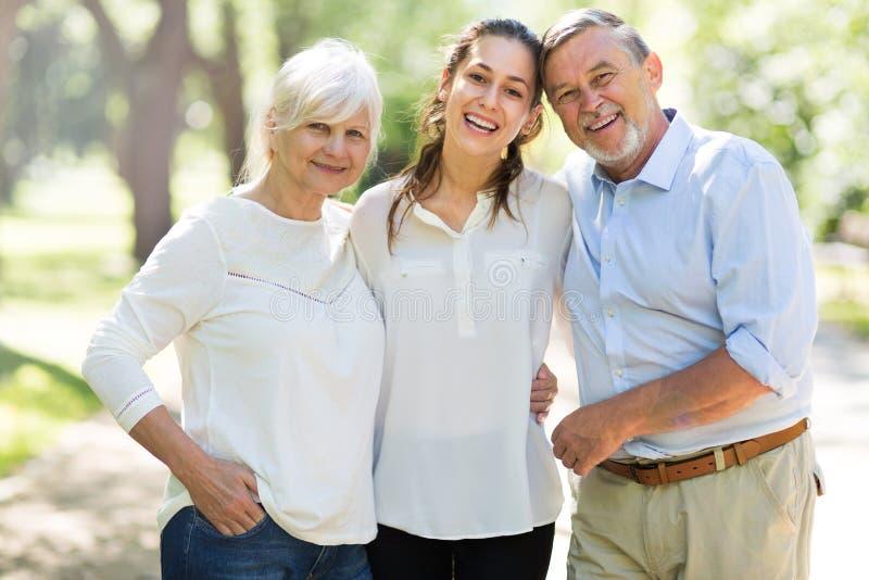 Höga par med dottern fotografering för bildbyråer