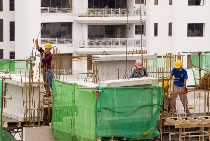 höga r arbetare för konstruktion royaltyfri foto