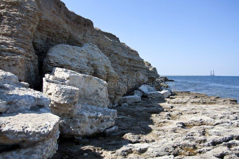 Höga rocks ashore arkivbilder