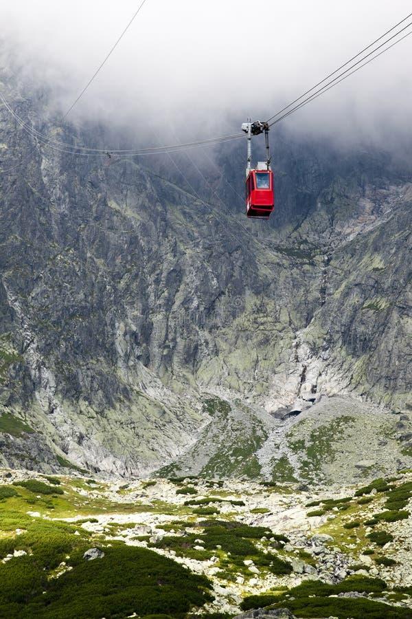 höga slovakia för kabelbil tatras arkivfoton