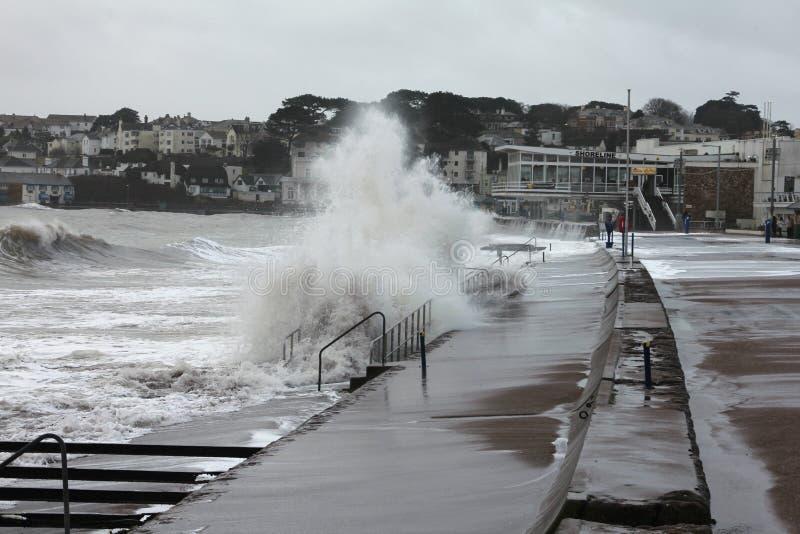Höga vågor fotografering för bildbyråer