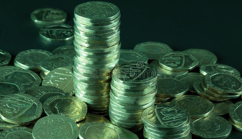 Högar av tjugo encentmynt mynt royaltyfria foton