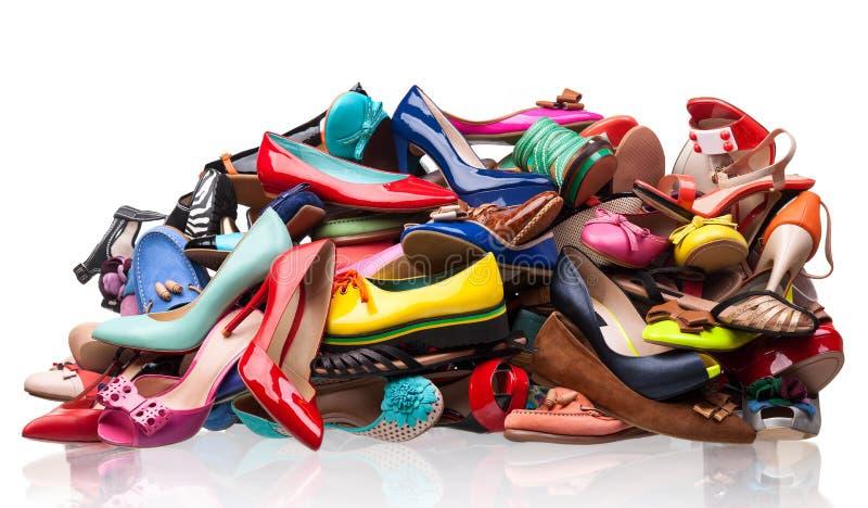 Högen av olikt kvinnligt skor över vit royaltyfria bilder