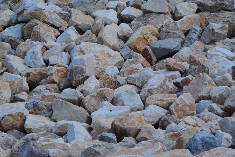 Högen av vaggar längs Crystal River i Colorado arkivbilder