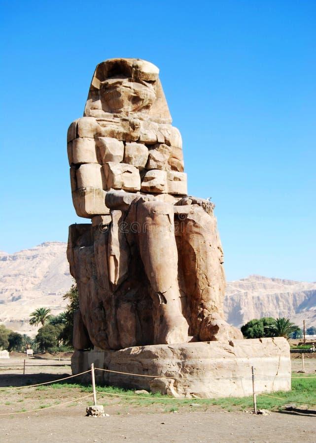 Höger koloss av Memnon, Luxor, Egypten royaltyfria bilder