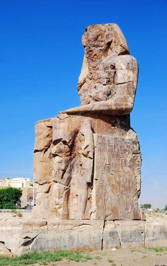 Höger koloss av Memnon, Luxor, Egypten fotografering för bildbyråer