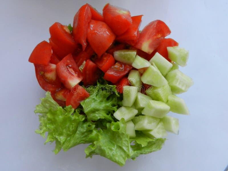 högg av nya grönsaker royaltyfri bild