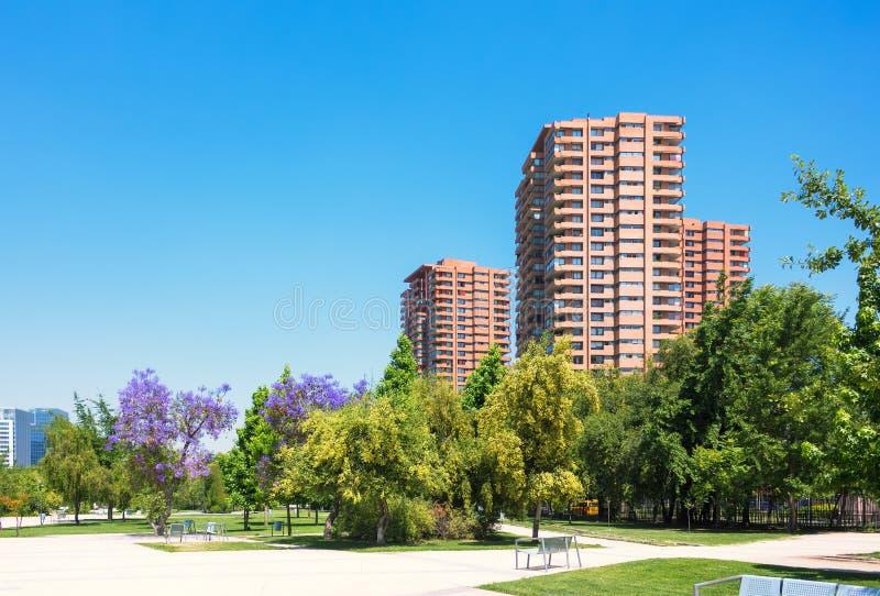 Högklassig grannskap i Santiago, Chile arkivbilder