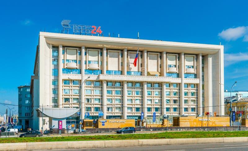 Högkvarter av VTB24 packar ihop i den Myasnitskaya gatan av Moskva arkivbild