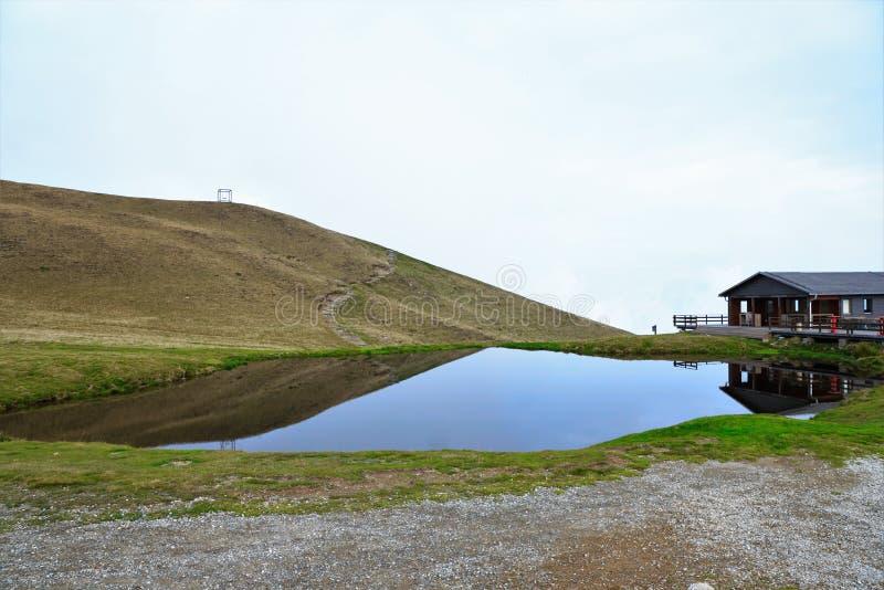 Höglands- himmel, behållare, fjord