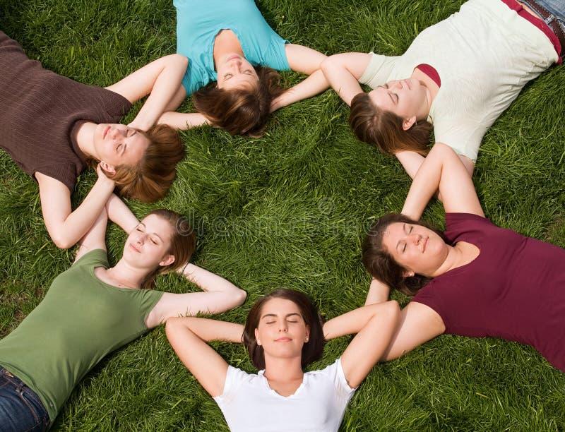 högskolaflickagrupp arkivfoto