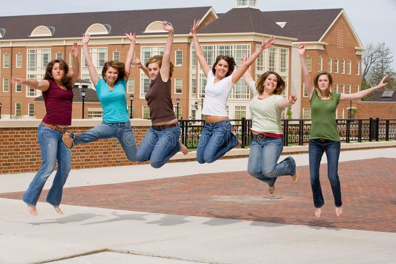 högskolaflickagrupp fotografering för bildbyråer