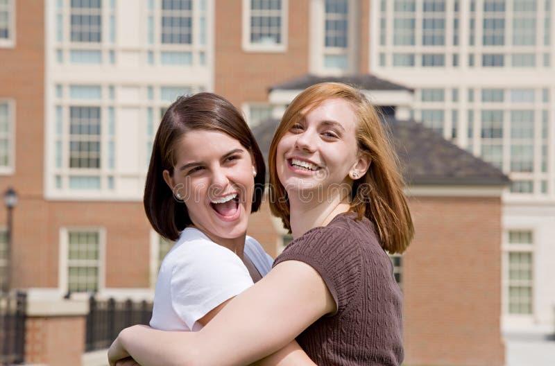 högskolaflickor royaltyfria bilder