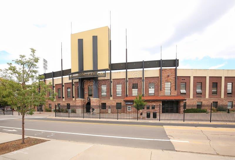 Högskolafotbollsarena i stenblock royaltyfri bild