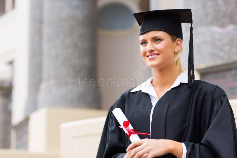 Högskolestudentavläggande av examen arkivfoto