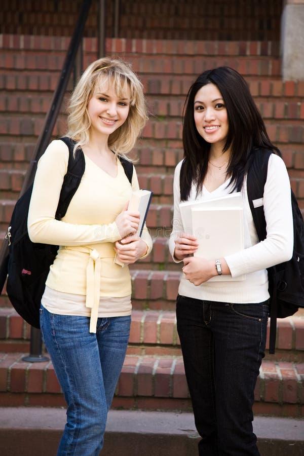 högskolestudenter arkivfoton