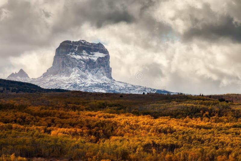 Högsta berg i höst i glaciärnationalparken, Montana, USA fotografering för bildbyråer