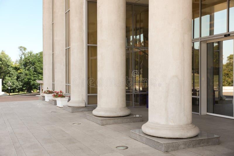 Högsta domstolenbyggnad med pelare fotografering för bildbyråer