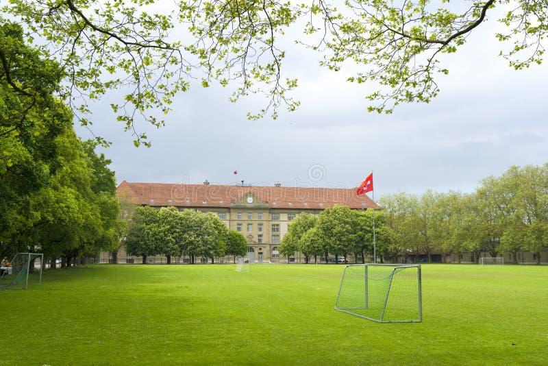 Högstadiumfotbollfält arkivfoto