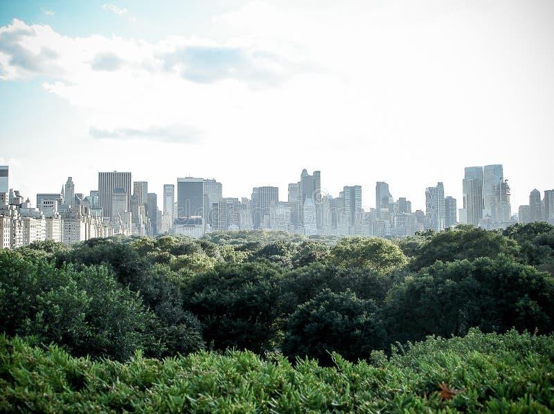 Högt än Centrals Park markis royaltyfri bild