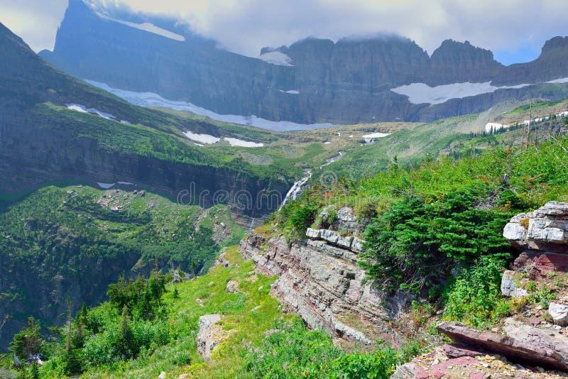 Högt alpint landskap på den Grinnell glaciärslingan i glaciärnationalparken, montana fotografering för bildbyråer