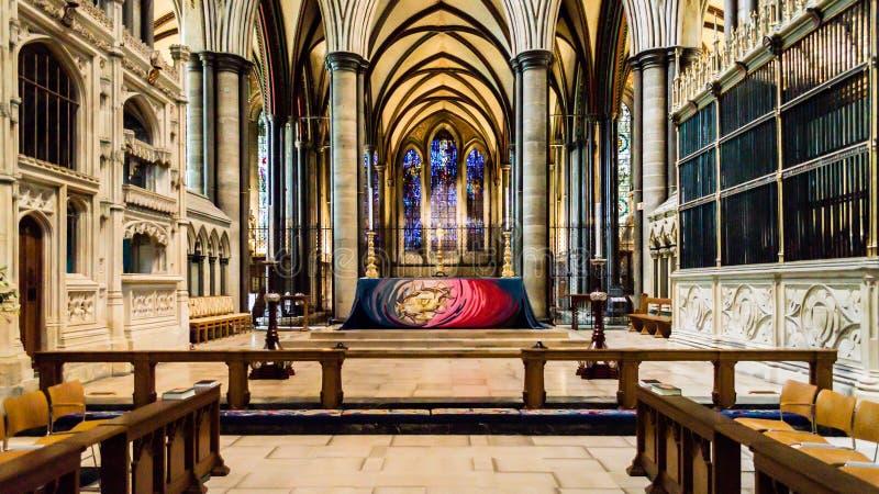 Högt altare för Salisbury domkyrka arkivfoton