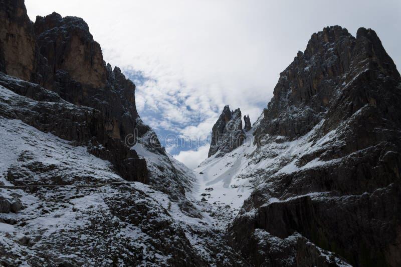 högt berg royaltyfri bild