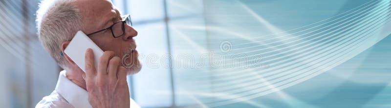 högt samtal för mantelefon panorama- baner fotografering för bildbyråer