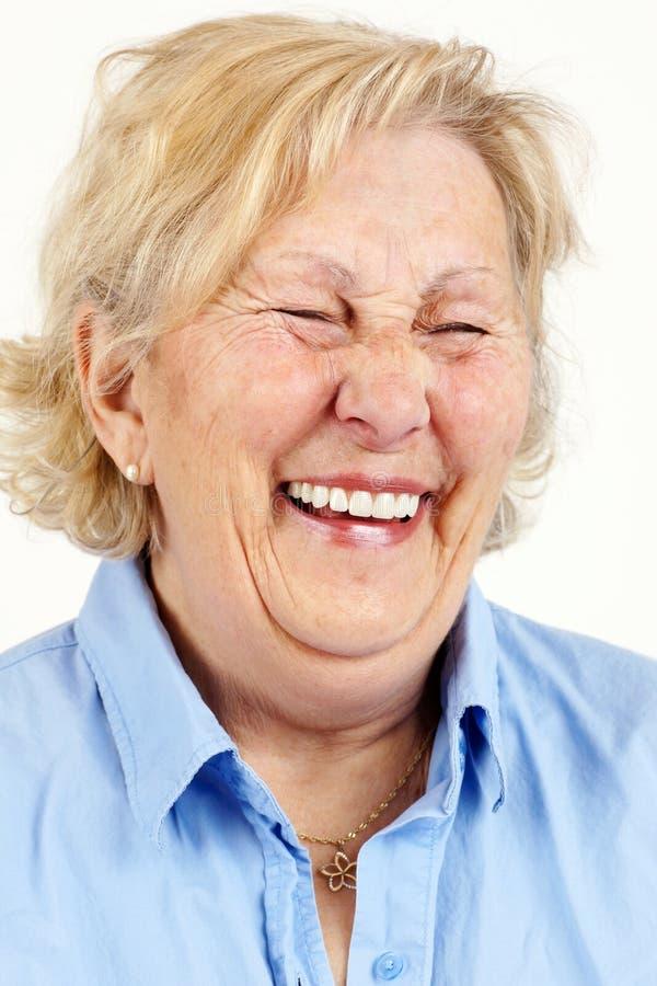 Högt skratta för kvinna