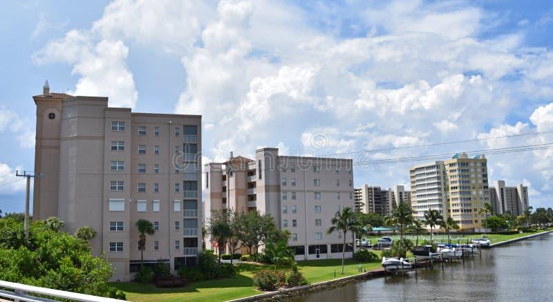 H?gt stiger i Naples Florida strand fotografering för bildbyråer