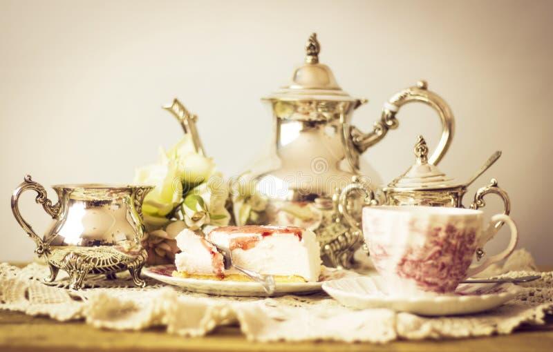 Högt te med ostkaka royaltyfria bilder