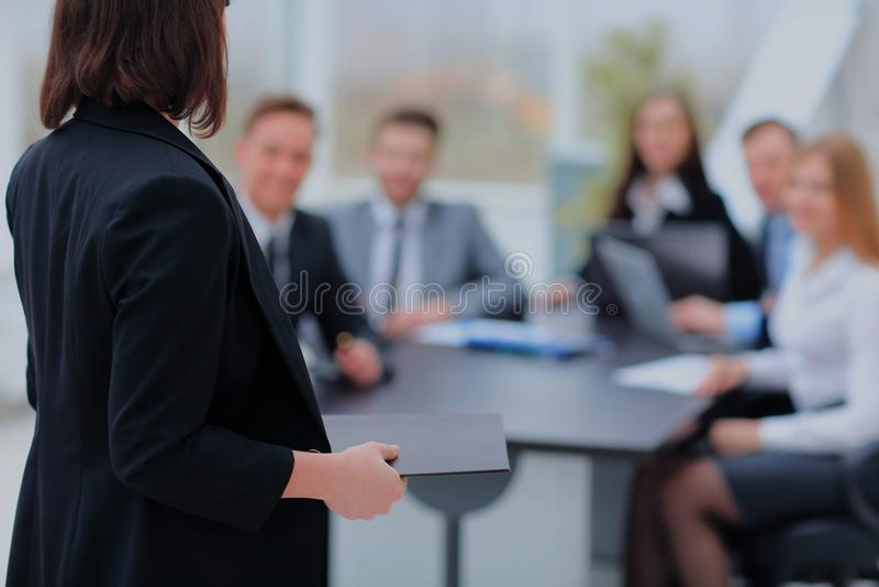 Högtalare på den affärskonferensen och presentationen arkivbild