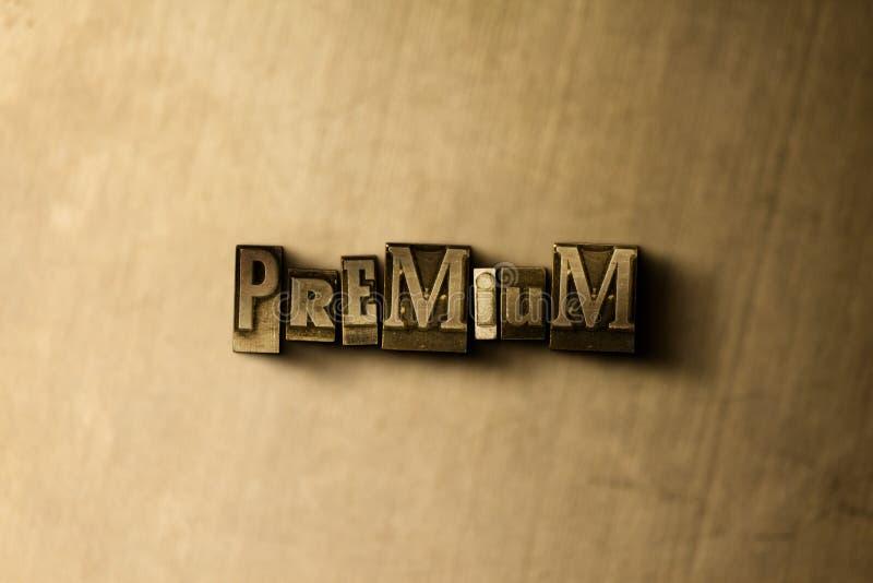 HÖGVÄRDIGT - närbild av det typsatta ordet för grungy tappning på metallbakgrunden royaltyfri illustrationer