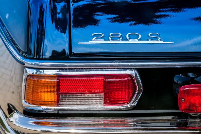 Högväxt av Mercedes arkivfoton