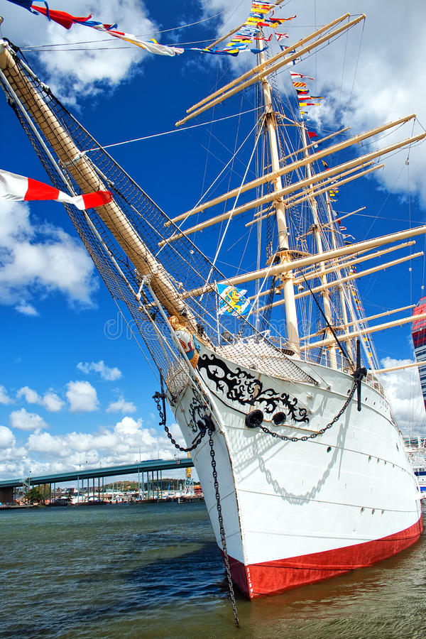högväxt gothenburg ship arkivfoton