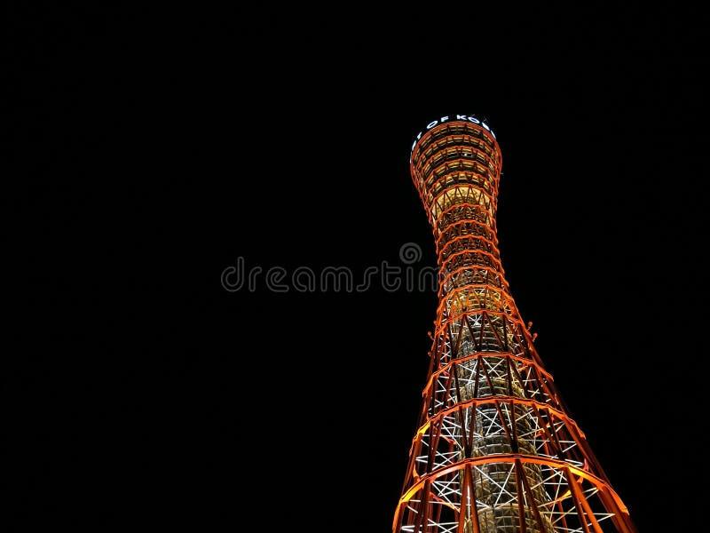 Högväxt Kobe torn i Kobe Japan på nattetid fotografering för bildbyråer