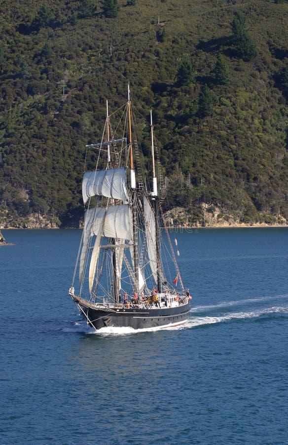 högväxt segla ship royaltyfria bilder