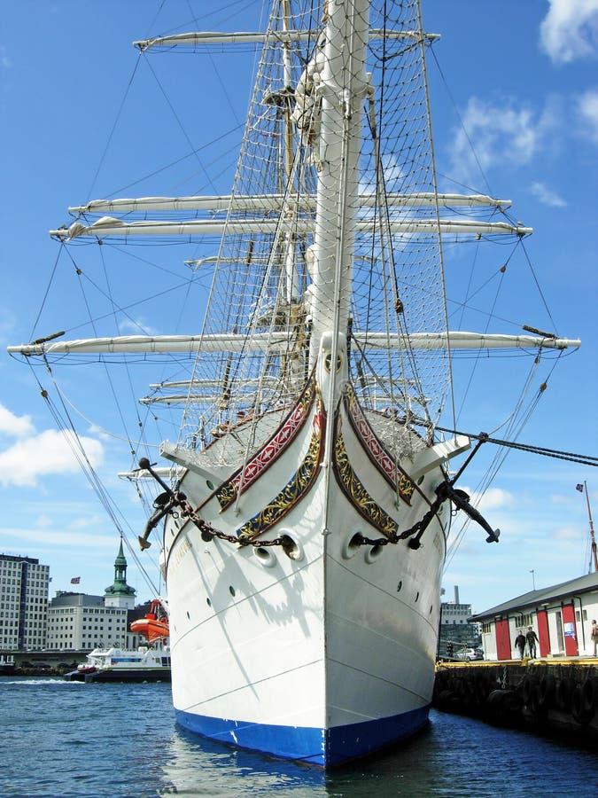 Högväxt skepp Statsraad Lehmkuhl i Bergen (Norge) royaltyfria foton