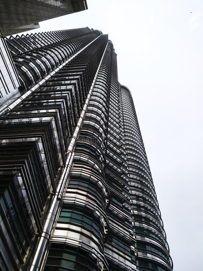 Högväxt skyskrapa som bygger den Arxhitechtual egenskapen arkivbilder