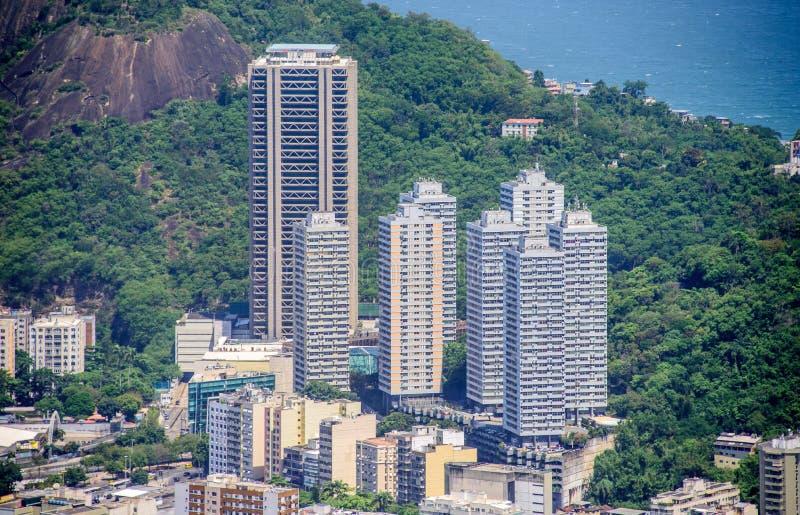 Högväxta bostads- byggnader i Botafogo, Humaita, sikt från Mirante Dona Marta, Rio de Janeiro, Brasilien arkivbild