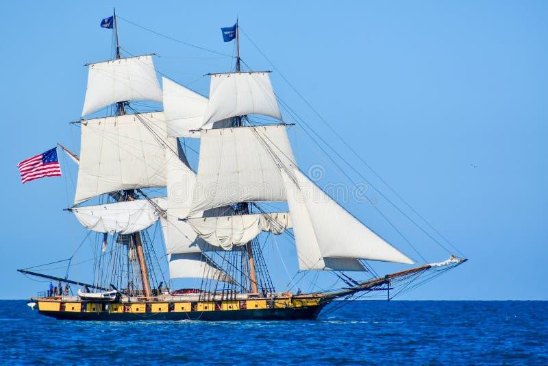 Högväxta skepp ståtar på Lake Michigan i Kenosha, Wisconsin royaltyfri foto