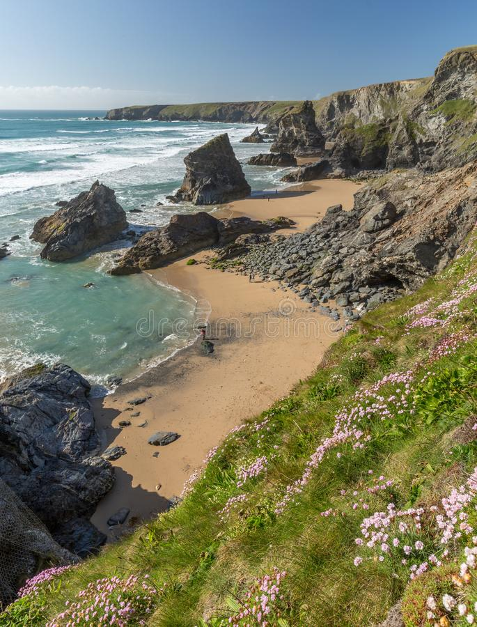 Högvatten Bedruthan moment, Cornwall royaltyfri foto