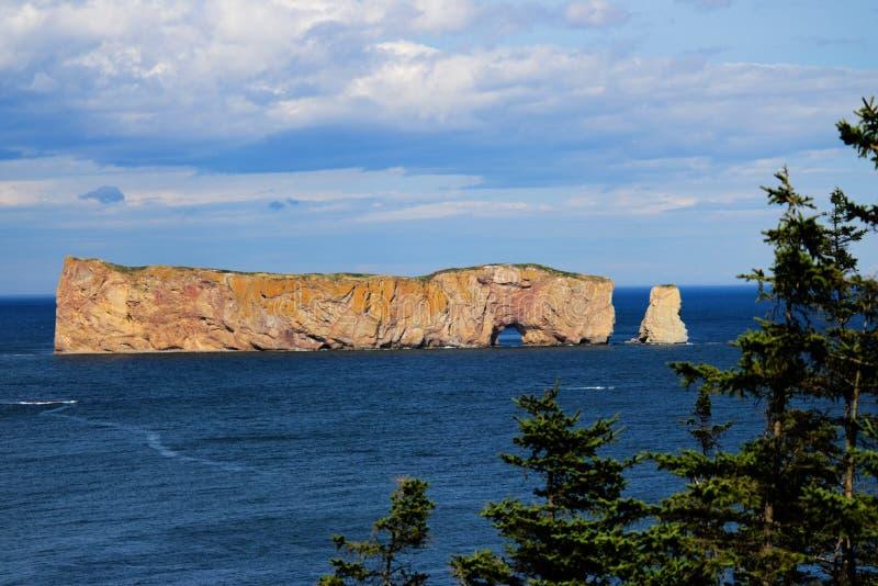 Höhepunkt schöner Perce Rock-Ansicht lizenzfreie stockfotos